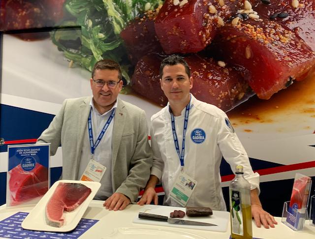 El gerente de Gadira, Andrés Jordán, y Julio Vázquez, chef de cocina del restaurante El Campero.
